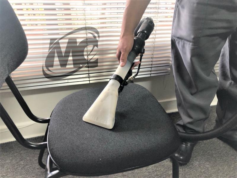 Higienização de cadeiras